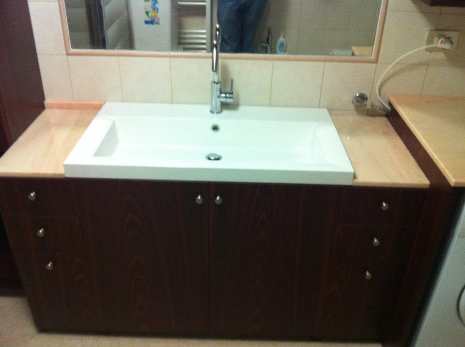 Arredo Bagno Blum : Bagno in mogano con piano in marmo rosa portogallo wood design