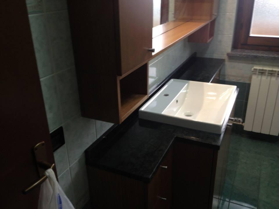 Bagno rovere con piano in marmo verde guatemala wood - Bagno piano marmo ...