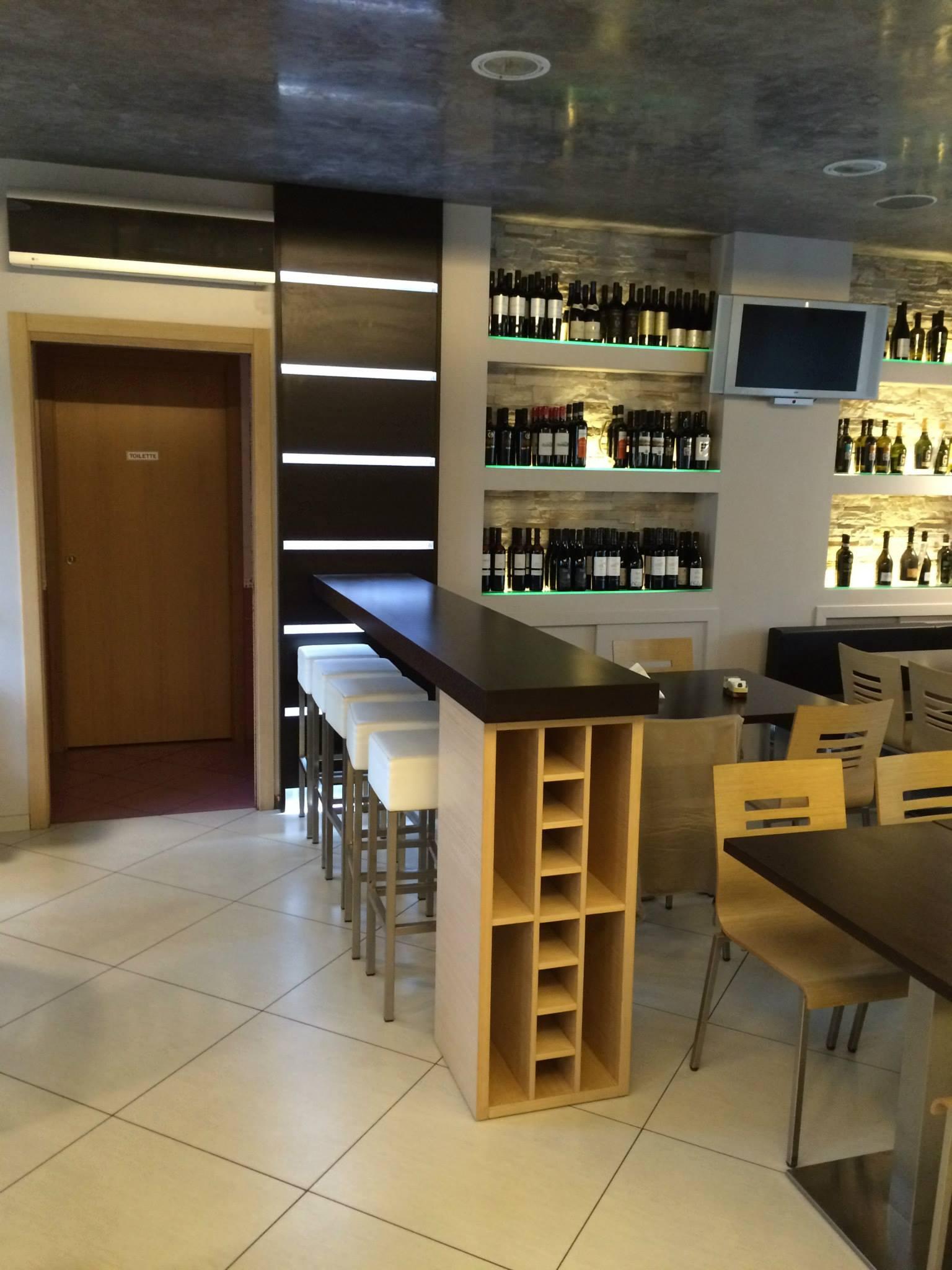 Parete led pi penisola e porta bottiglie wood design milano for Wood design milano